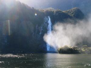 11ミルフォードサウンドの滝